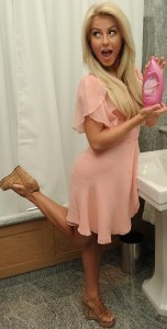 juliannehough-inbathroom