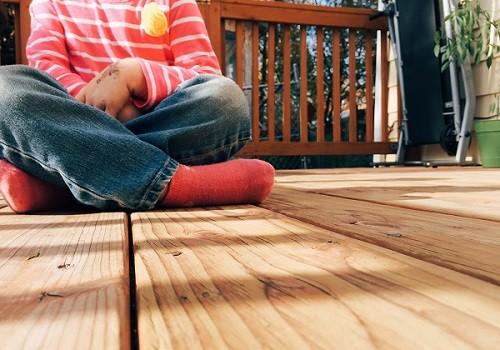 girl-sitting-waiting_latinaonamission.com(1)