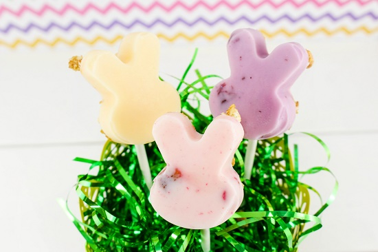 Easter-Granola-Yogurt-Pops_latinaonamission.com(1)